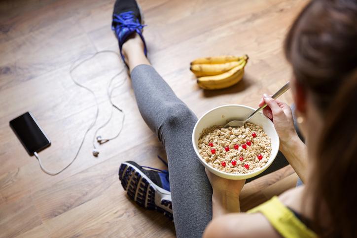 Wat kan en mag ik eten voor, tijdens en na het sporten?